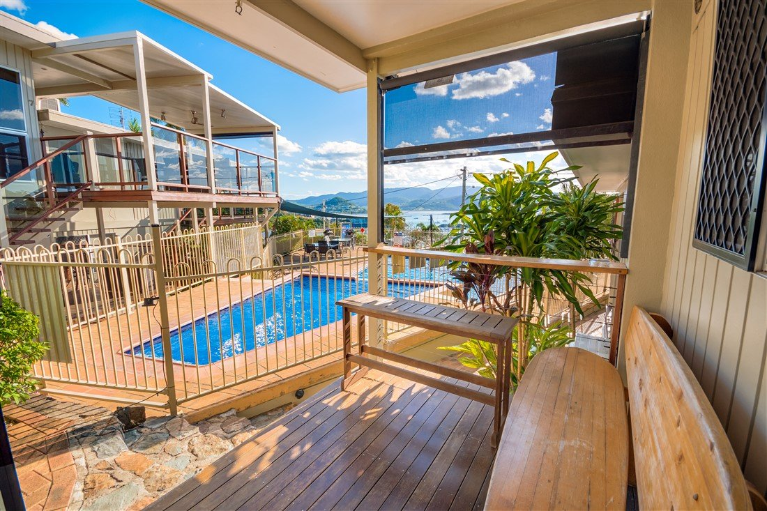 3-bedroom-airlie-apartments-pool-view_f
