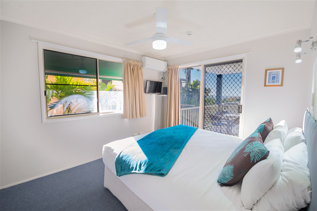 Airlie_Accommodation_garden_view_room_004
